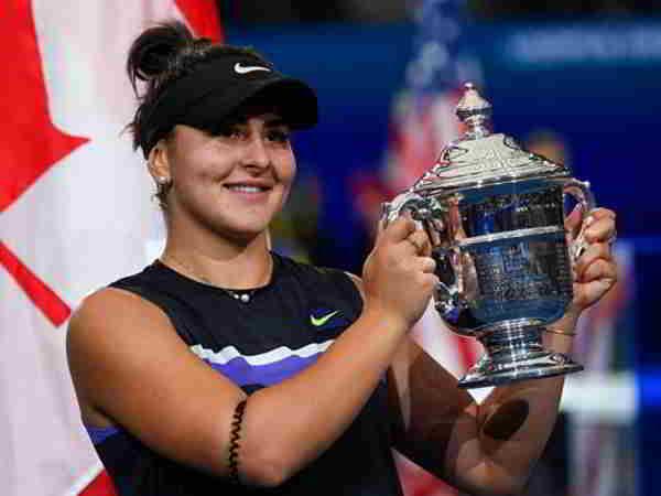 Quần vợt nữ xoay chuyển khi tay vợt 19 tuổi đánh bại Serena Williams