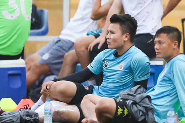 Bóng đá VN 16/3: Quang Hải tiếp tục làm khán giả